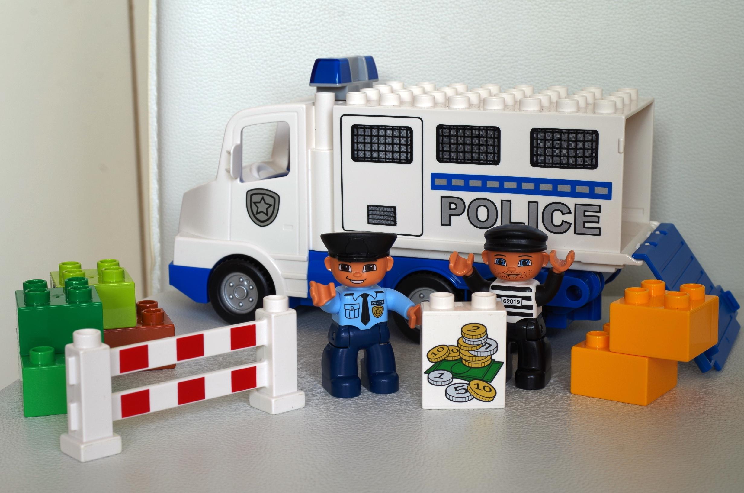 Le camion police lego duplo papa et moi - Lego camion police ...