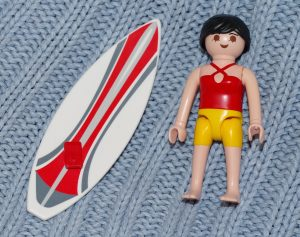 surfeuse playmobil et son surf