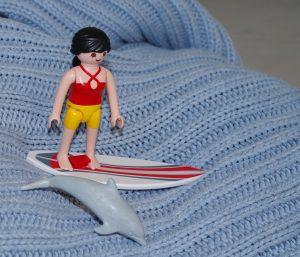 Surfeuse playmobil et son dauphin